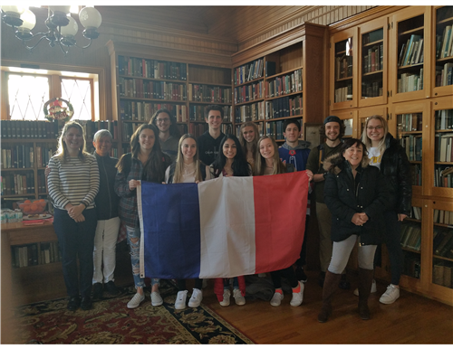 French students in a library